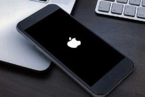 iphone stuck on apple